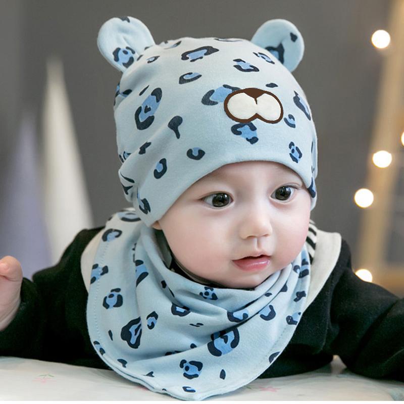 Set babetica si caciulita baieti albastru leopard